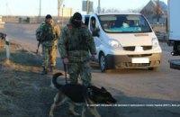 Прикордонники затримали жінку, яка перевозила на територію бойовиків 10 паспортів і 155 тис. грн