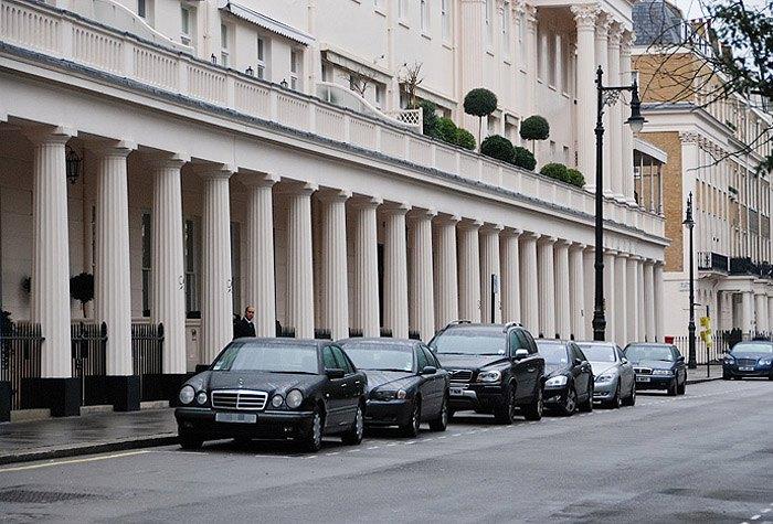 Один из самых дорогих районов Лондона - площадь Итон-сквер в районе Белгравия, популярное место резиденций русских мультимиллионеров.