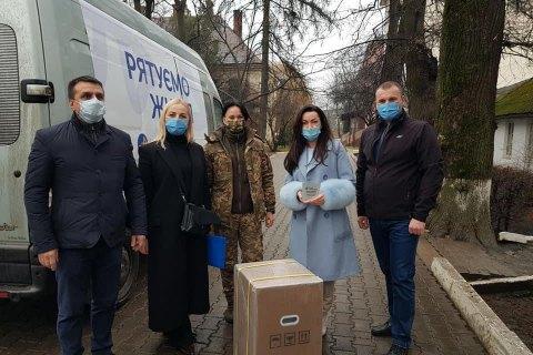 Фонд Порошенко доставил в больницы 50 кислородных концетраторив