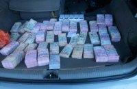 Чоловік намагався вивезти з окупованого Донецька 5 млн грн готівкою