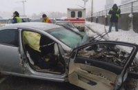 ДТП с 4 автомобилями парализовало движение через мост Метро в Киеве