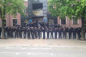 Під час штурму прокуратури в Донецьку поранили 15 осіб