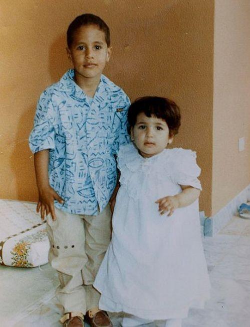 Сын Каддафи Сейф Аль-Ислам и неизвестная девочка.