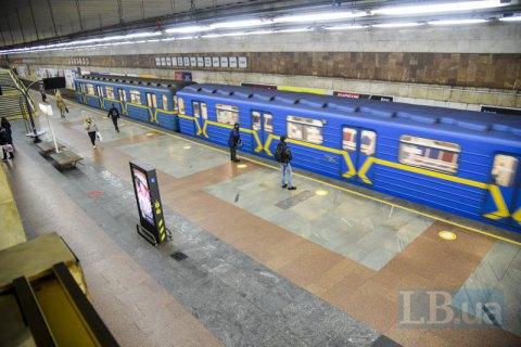 Суточный пассажиропоток в метро Киева после введения пропусков сократился в пять раз