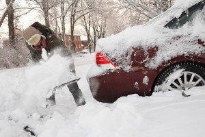 Миколаївські рятувальники витягнули з-під снігу 31 автомобіль