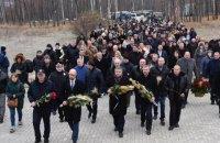 Яценюк у День пам'яті жертв Голодомору: пам'ятаючи про минуле, ми боремося і доб'ємося свого майбутнього
