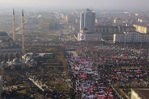 СМИ сообщили о принуждении бюджетников и студентов к участию в митинге в Грозном