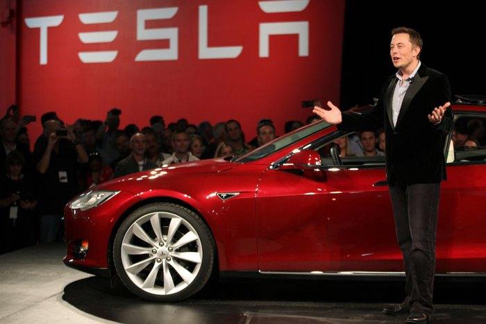 Илон Макс на премьере Tesla Model 3