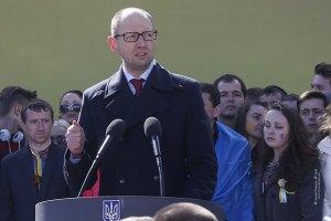 Яценюк: те, кто сегодня разжигает войну, предали павших в боях