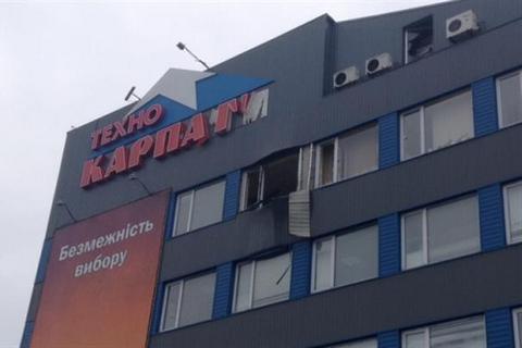 В Мукачево по торговому центру выстрелили из гранатомета