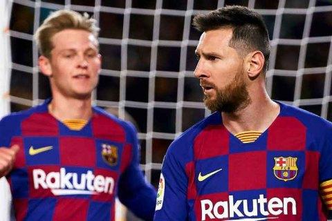"""""""Барселона"""" готова расстаться в ближайшее трансферное окно со всеми футболистами, кроме трех"""