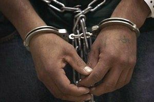 На Харківщині міліціонера звинуватили в незаконному застосуванні кайданків