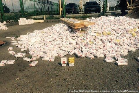 Українець намагався провезти в Угорщину 57 тис. пачок цигарок