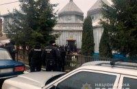 На Буковине верующие не поделили церковь и побили в ней окна