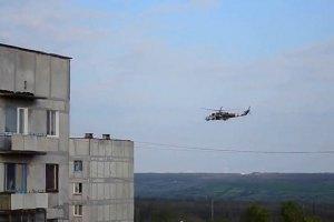У Слов'янську триває бій: терористів обстрілюють із вертольотів