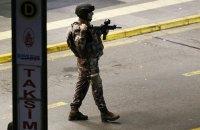 В Стамбуле мужчина с ножом напал на полицейского