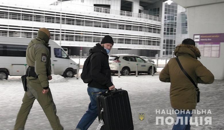 Выдворение полицией иностранца с криминальной биографией из Украины с запретом на въезд на 3 года.