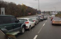У Дарницкого моста в Киеве столкнулись 12 автомобилей