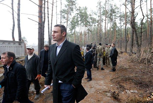 Керівники Києва разом з журналістами і учасниками АТО оглянули землю в Биківні