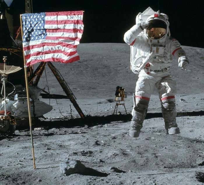 Помер астронавт, який висаджувався на Місяць