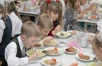 В школах Кировограда дети питаются кашей без масла и водой