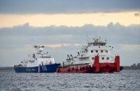 Росія перекинула в Азовське море два військові кораблі