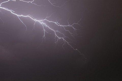 От удара молнии во Львовской области погиб мужчина, его жена - в реанимации