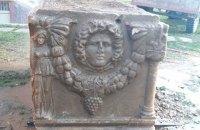"""У турецьких """"чорних"""" археологів вилучили саркофаг віком 2,5 тисячі років"""