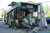 В Киеве троллейбус с пассажирами попал в аварию: есть пострадавшие