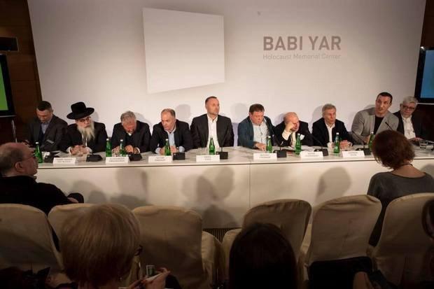 Слева - направо: Виталий Кличко, Блайх, Квасьневский, Пинчук, Фукс, Фридман, Щаранский, Хан, Владимир Кличко, Фишер