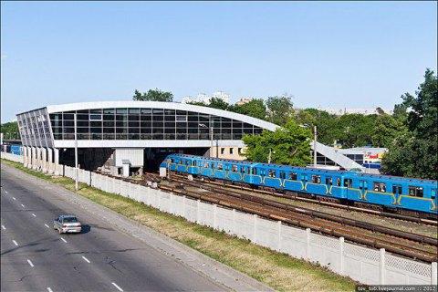 """У київському метро на станції """"Дарниця"""" померла людина"""