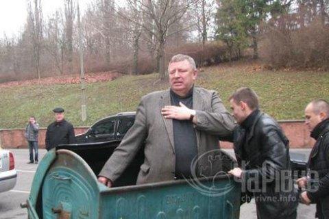 """Суд виправдав чотирьох осіб, обвинувачених у """"сміттєвій люстрації"""" екс-депутата Шершуна"""