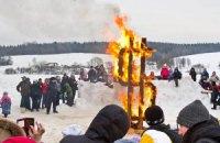 В родовой усадьбе Тютчева на Масленицу сожгли чучело доллара