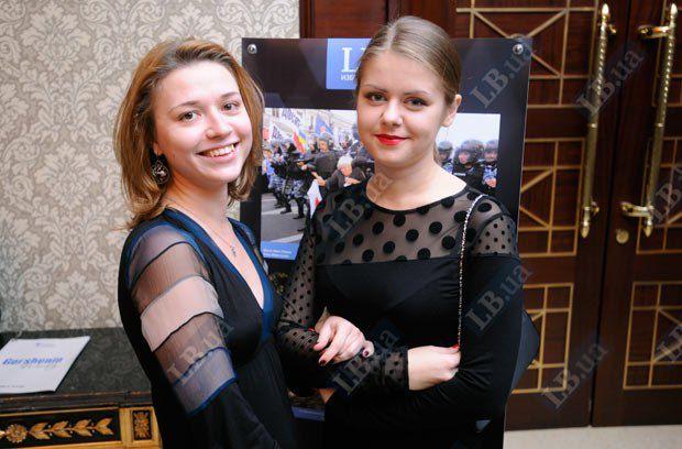 """Виктория Герасимчук, редактор отдела """"Общество"""" LB.ua (слева) и Алена Мельник, журналист отдела""""Общество"""" LB.ua"""