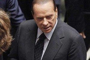 Слідчі три години допитували Берлусконі