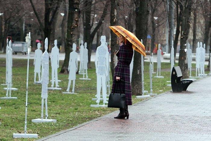 Інсталяція «Невидимі» присвячена проблемі торгівлі людьми в Україні, Одеса, квітень 2015.