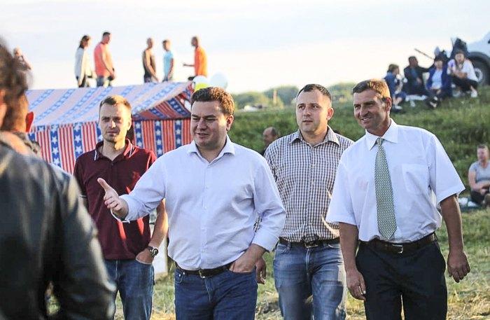 Виктор Бондарь во время поездки пгт Старая Синява, 7 июля 2019