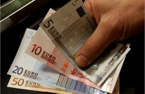 Евро дешевеет на фоне новостей с Кипра
