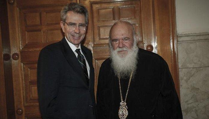 Посол США в Греции Джеффри Пайетт и Предстоятель Элладской Православной Церкви архиепископ Иероним во время встречи 29 мая, 2018