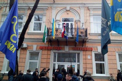 Поліція порушила справу щодо інциденту з угорським прапором у Береговому