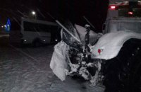 В Сумской области микроавтобус с пассажирами столкнулся со снегоуборочным трактором