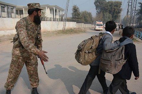 Озброєні бойовики напали на університет у Пакистані (оновлено)