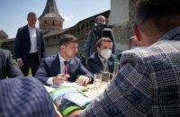 Зеленский поддержал идею привлечь туристов отменой виз