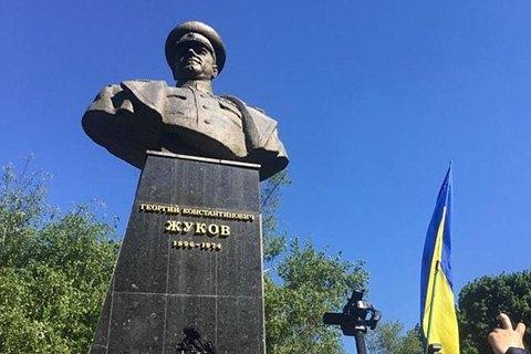 Мінкульт відмовився визнати пам'яткою бюст Жукова в Харкові