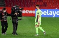 Голкипер сборной Испании привез себе нелепый гол в отборочном матче на ЧМ-2022 против Косово