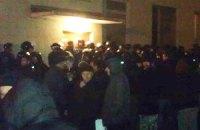 """Охорона """"Епіцентру"""" застосувала проти журналіста LB.ua сльозогінний газ"""