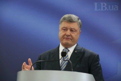 Порошенко: Луценко повинен відзвітувати вРаді за рік роботи напосаді генпрокурора