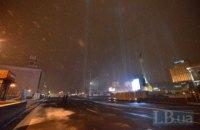С проезжей части Майдана убрали фанерные щиты