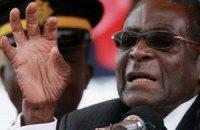 В Зимбабве полицейского арестовали за посещение президентского туалета