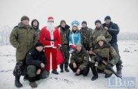 Дід Мороз і Снігуронька привітали українських військових під Лисичанськом